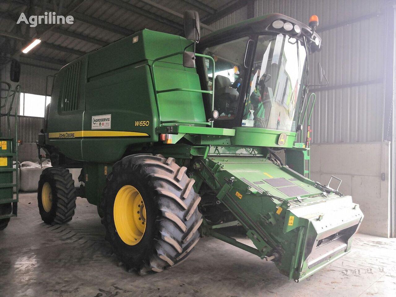 JOHN DEERE W650 grain harvester