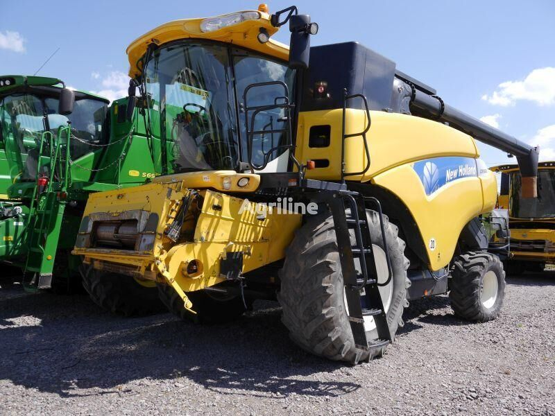 NEW HOLLAND CR 9080 grain harvester