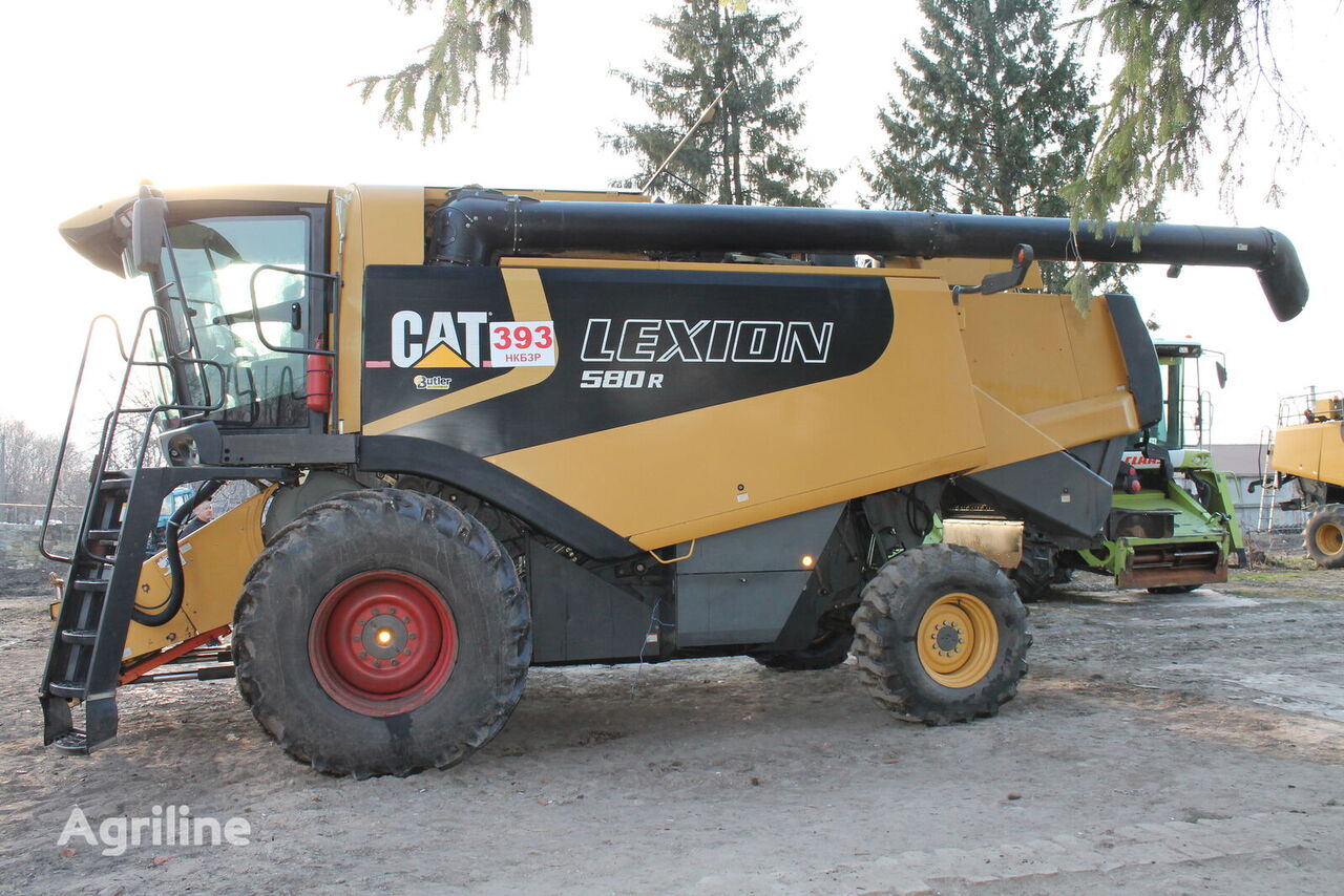 CATERPILLAR Lexion grain harvester