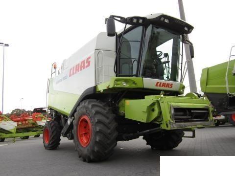 CLAAS 560 grain harvester