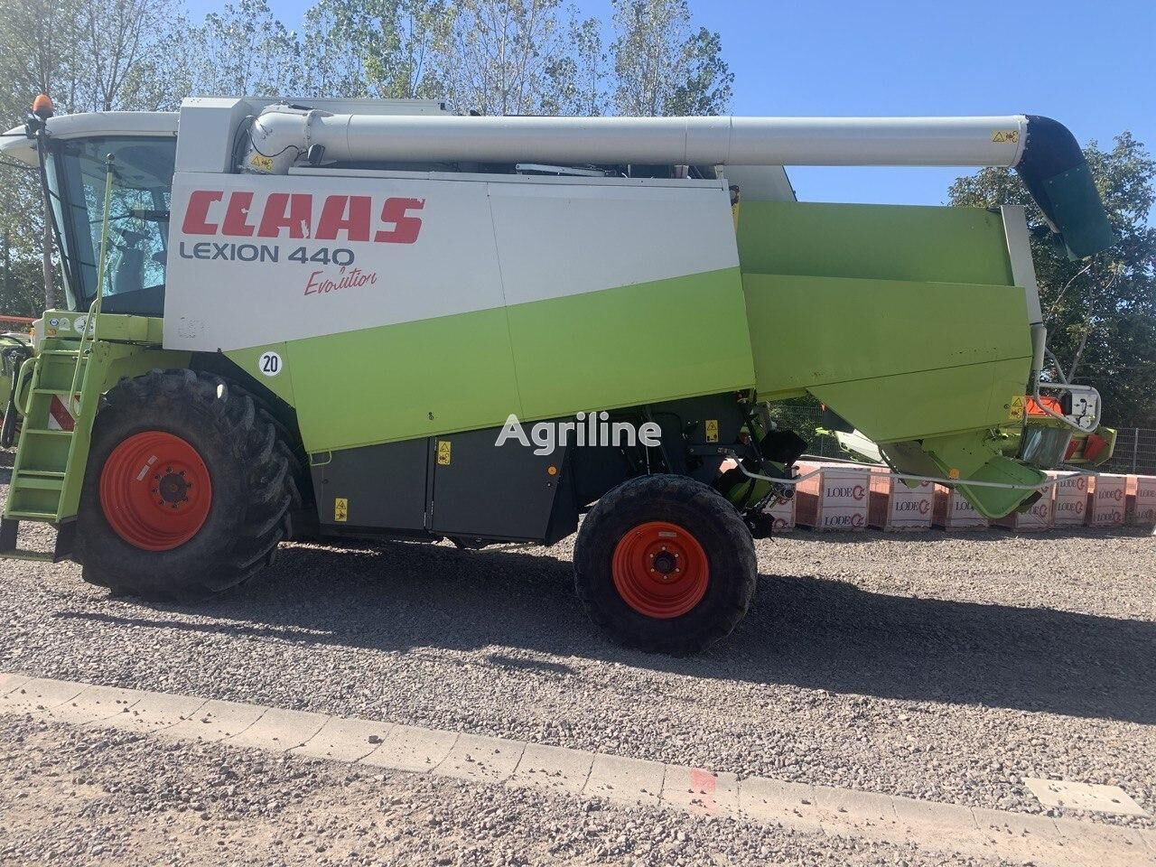 CLAAS Lexion 440 Evo grain harvester