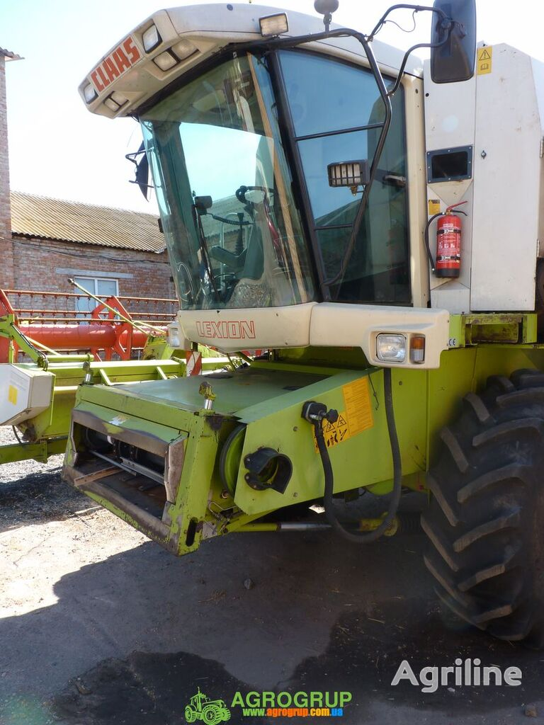 CLAAS Lexion 460 grain harvester