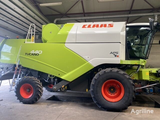 CLAAS Tucano 440 grain harvester