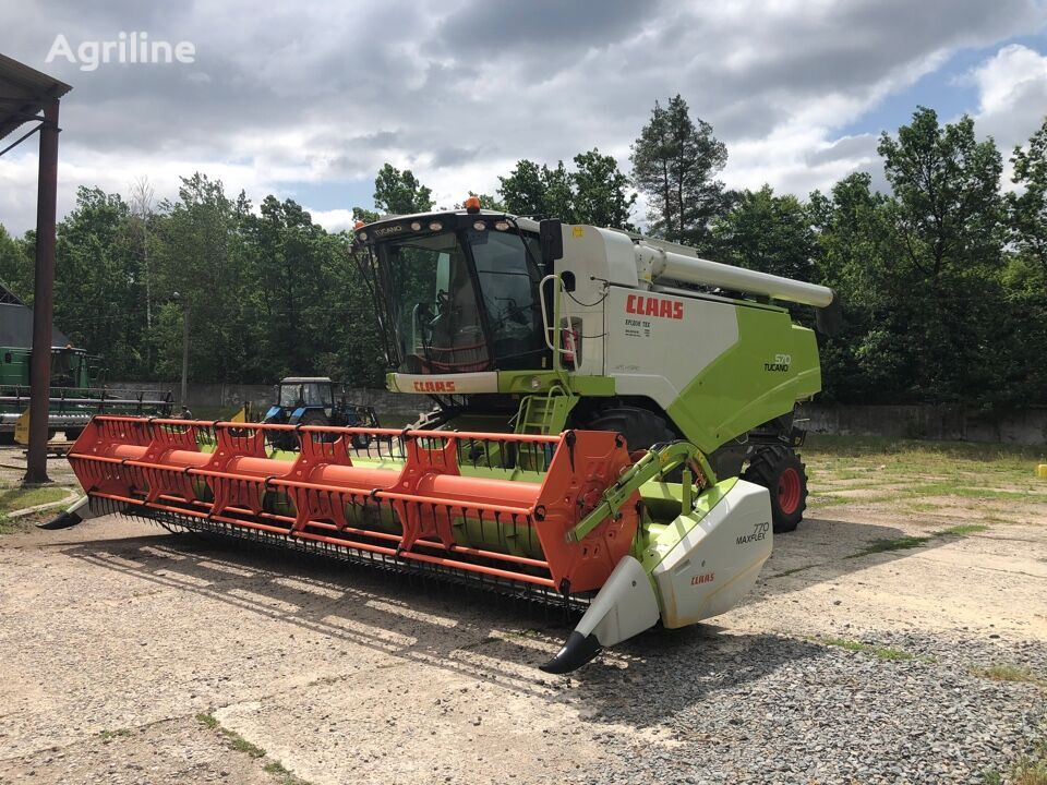 CLAAS Tucano 570 grain harvester
