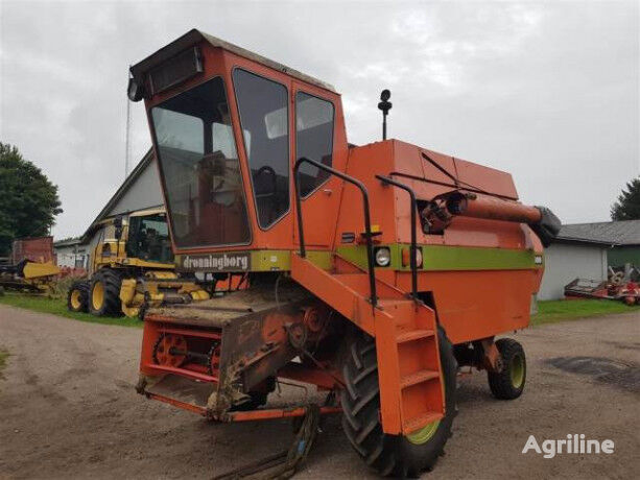 DRONNINGBORG D 3000 Sælges i dele/For parts grain harvester