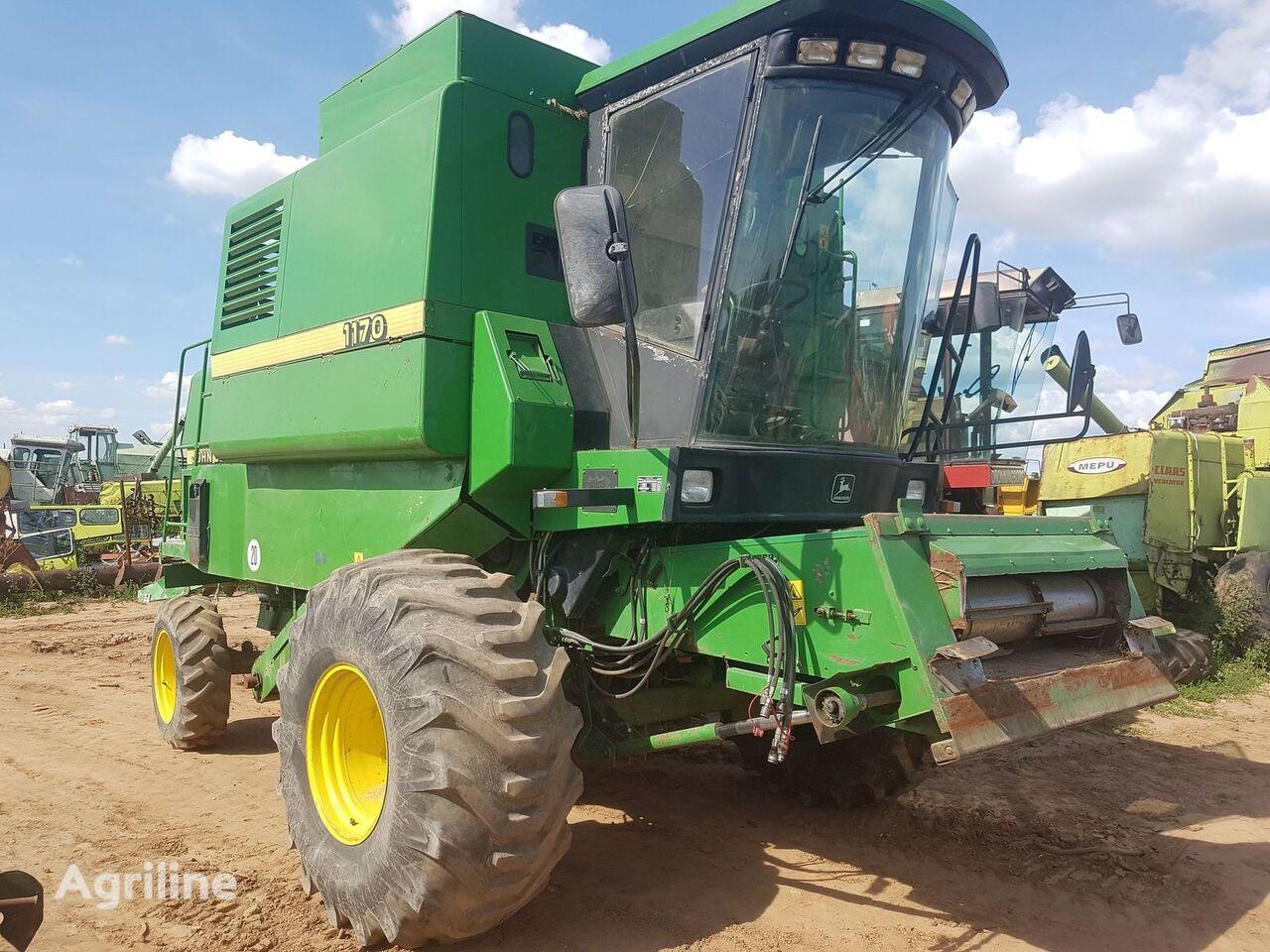 JOHN DEERE 1170 grain harvester for parts
