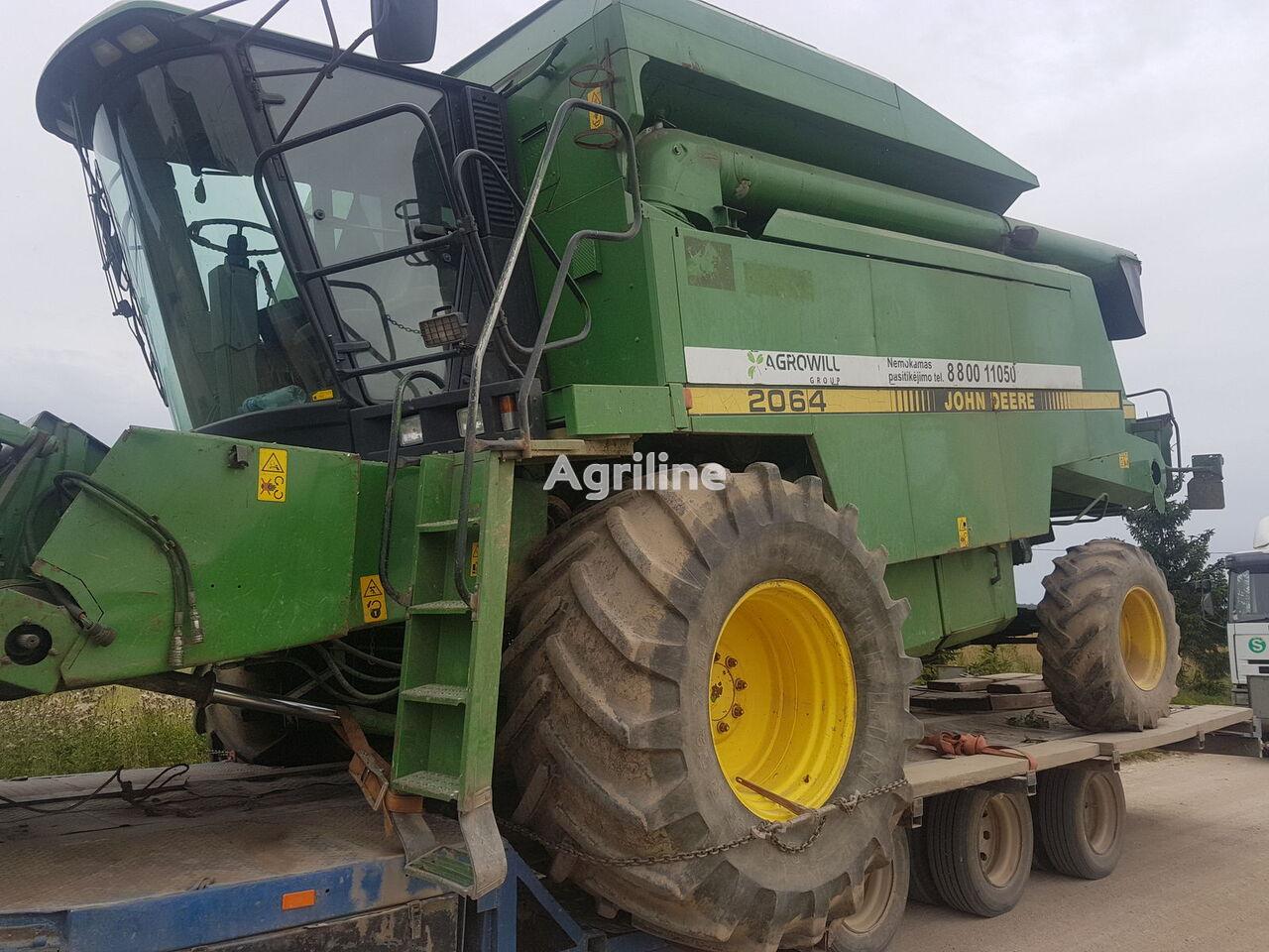 JOHN DEERE 2064 grain harvester