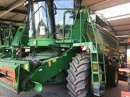 JOHN DEERE 9880i STS grain harvester