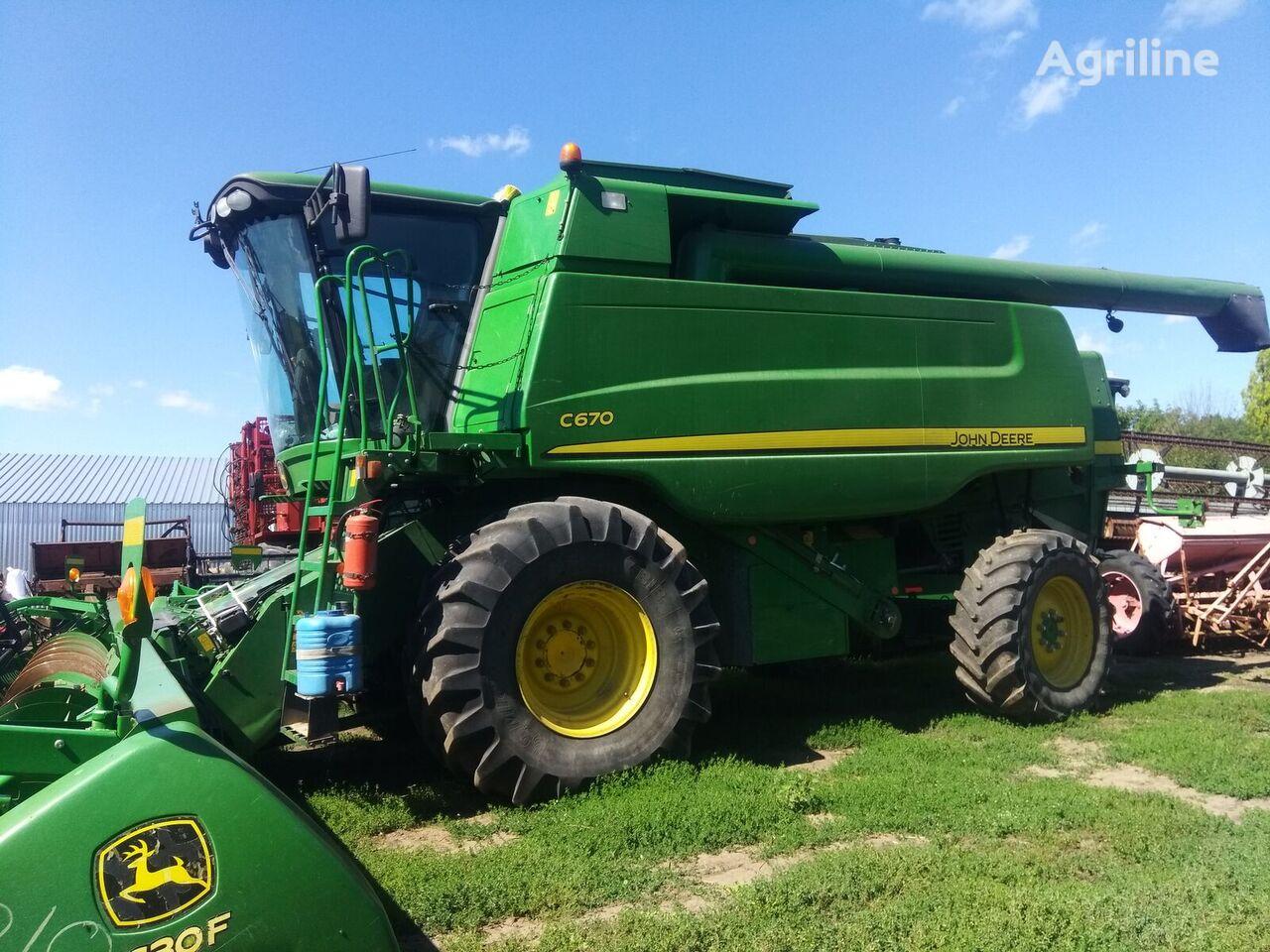JOHN DEERE C670i grain harvester