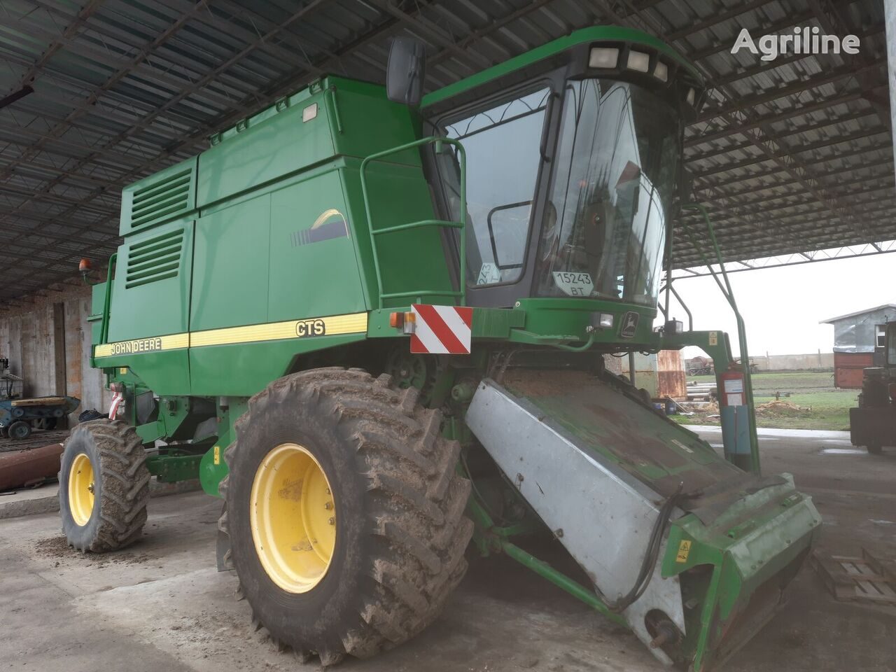 JOHN DEERE CTS grain harvester