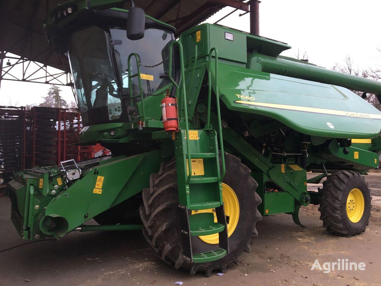 JOHN DEERE T660 grain harvester