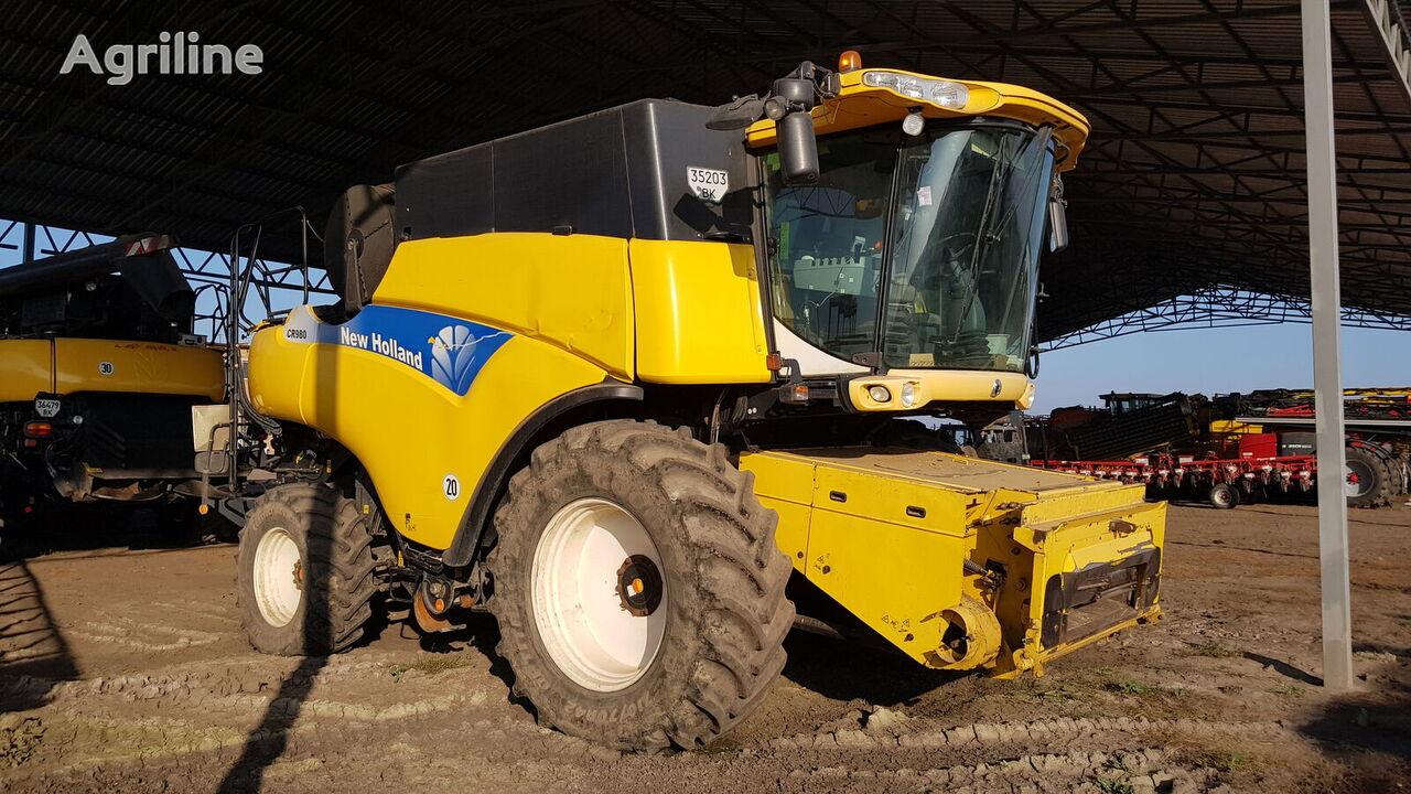 NEW HOLLAND CR980 grain harvester