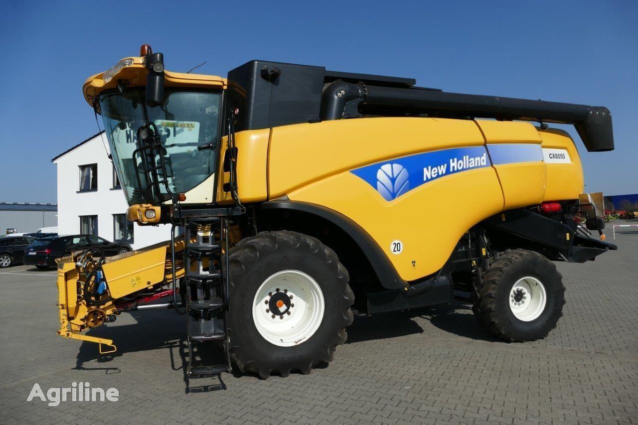 NEW HOLLAND CX 8050 grain harvester