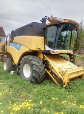 NEW HOLLAND CX8080  grain harvester