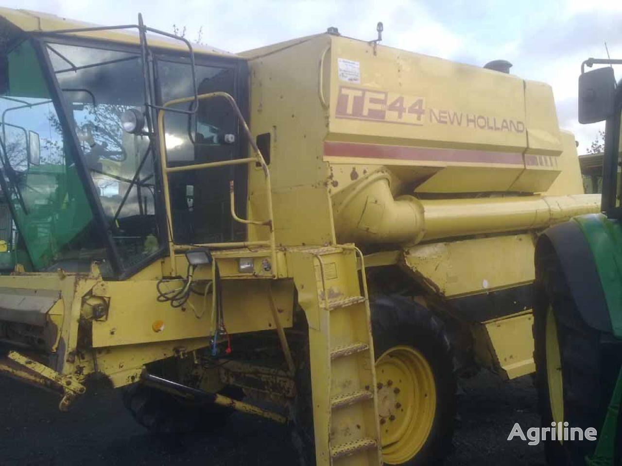 NEW HOLLAND TF 44 grain harvester