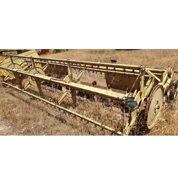 NEW HOLLAND Serie 1540-1545 grain header