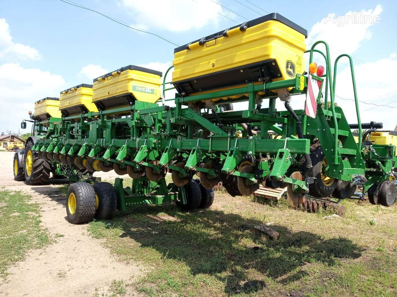 JOHN DEERE 1745 mechanical precision seed drill