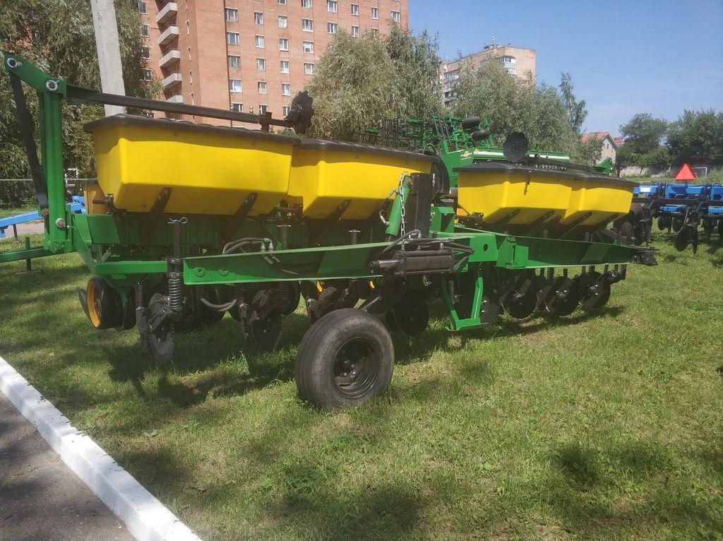 JOHN DEERE 7000 mechanical precision seed drill