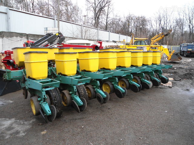 JOHN DEERE 7000 mechanical precision seed drill