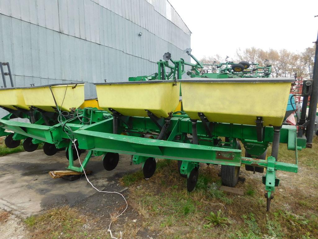JOHN DEERE 7000 8 ryadnaya mechanical precision seed drill