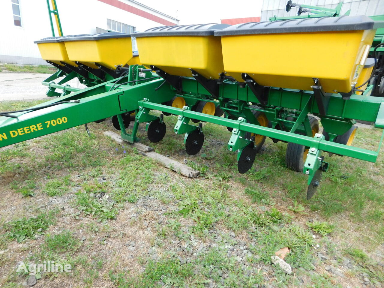 JOHN DEERE 7000 8p mechanical precision seed drill