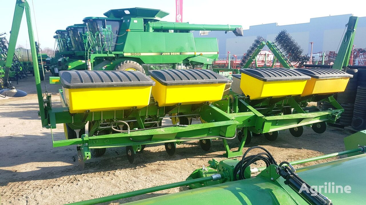 JOHN DEERE 7000 precision planting mechanical precision seed drill