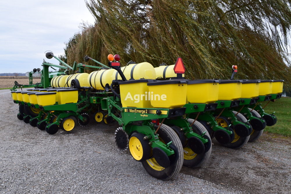 JOHN DEERE 7200 Precision  mechanical precision seed drill