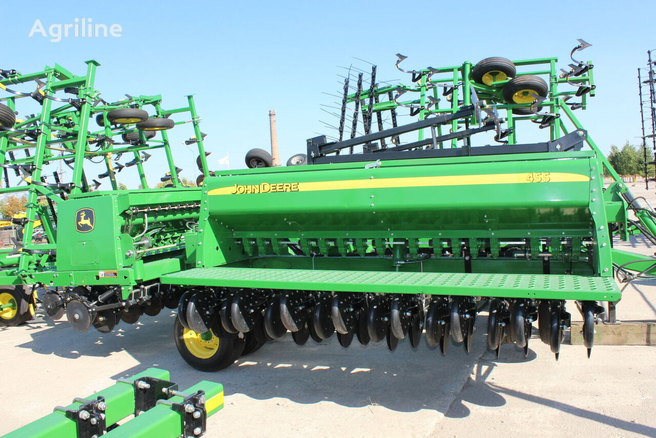 JOHN DEERE 455    mechanical seed drill