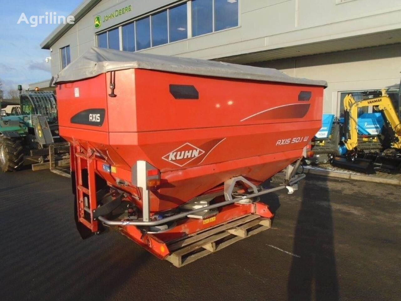 KUHN 50.1w axis mounted fertilizer spreader