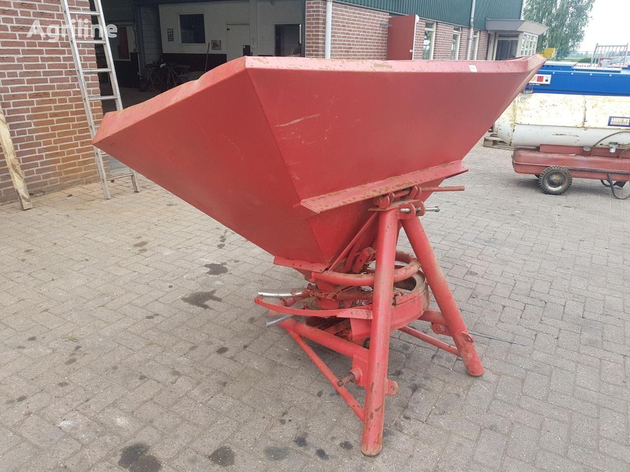 LELY kunstmeststrooier mounted fertilizer spreader
