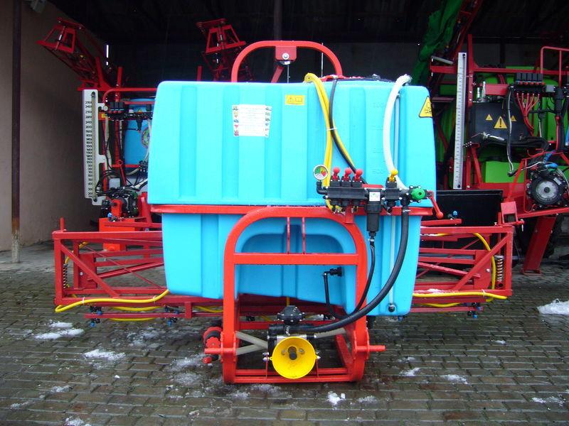 new MAKS 800 mounted sprayer