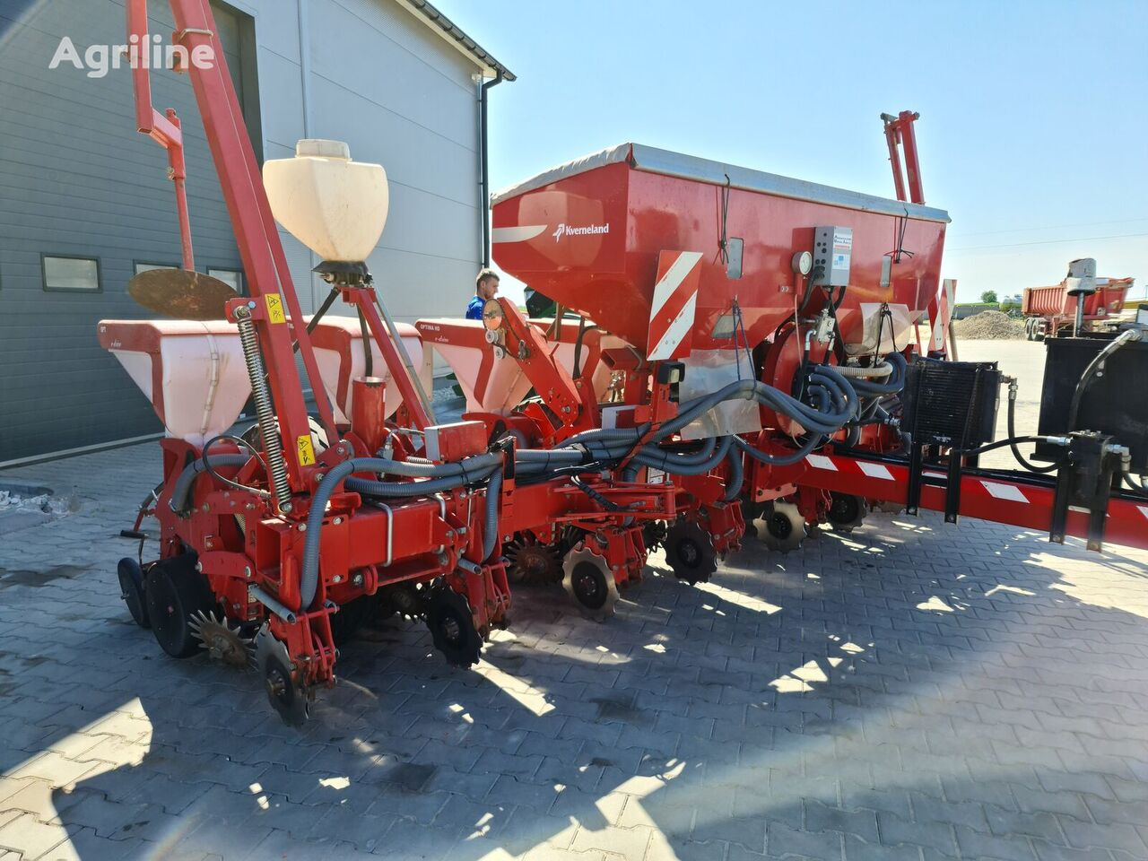 KVERNELAND Optima HD E-DRIVE 8 pneumatic precision seed drill