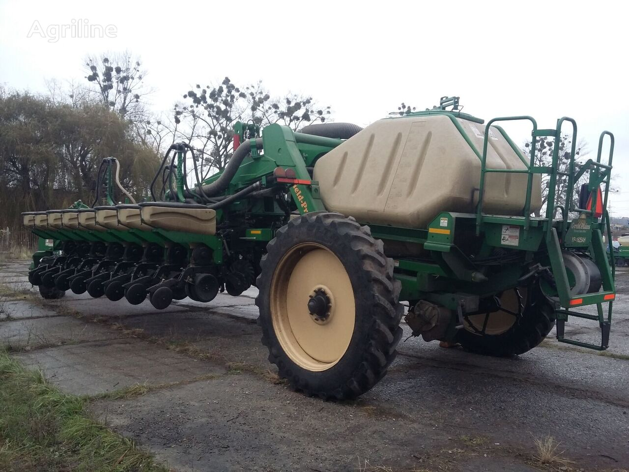 GREAT PLAINS YP 1625 pneumatic precision seed drill