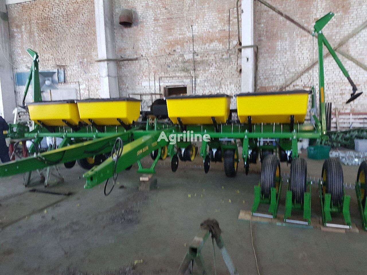JOHN DEERE 7200 pneumatic precision seed drill