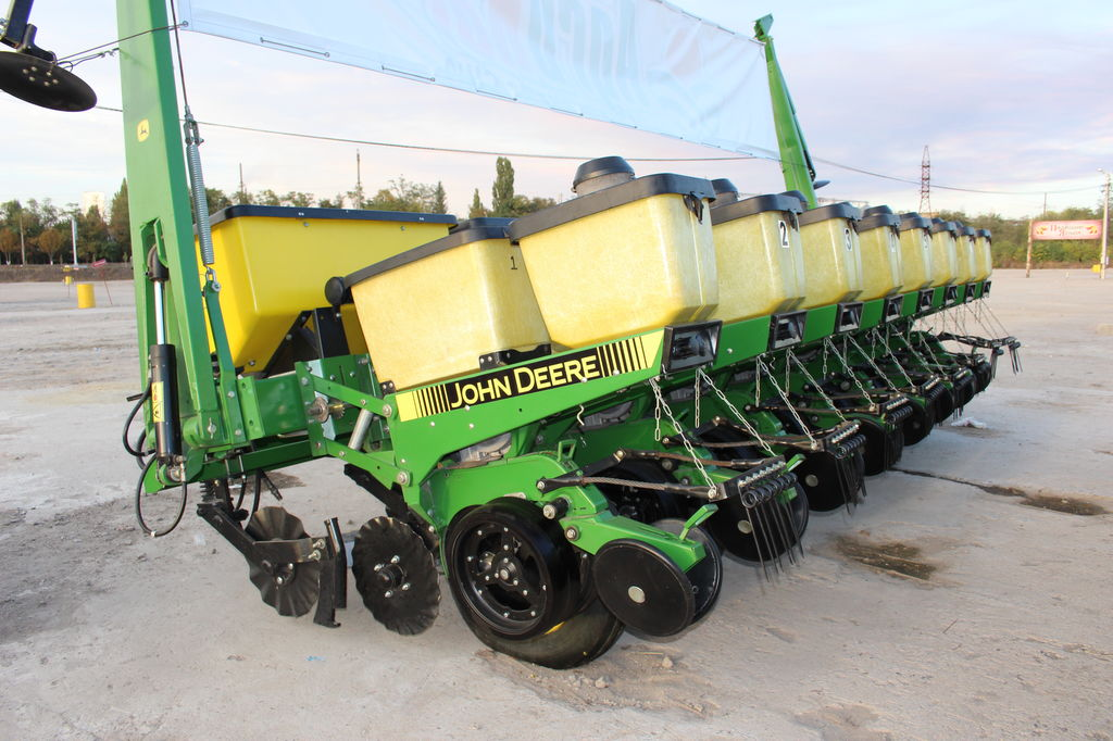 JOHN DEERE 7200 8 ryadov kak NOVAYa + komplektaciya maxi pneumatic precision seed drill