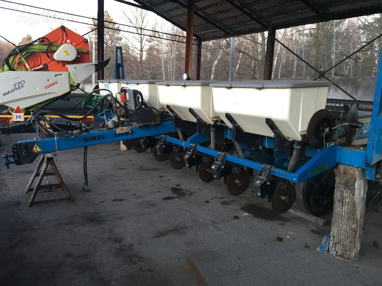 KINZE 3000 pneumatic precision seed drill