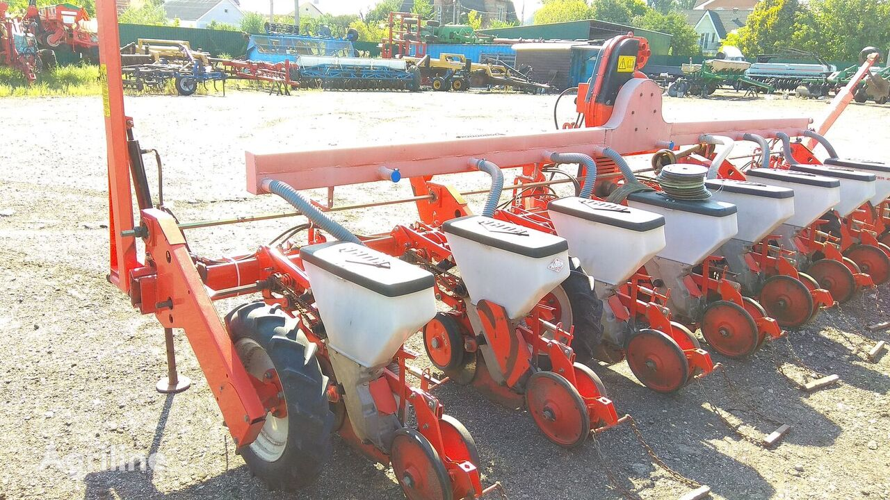 KUHN Planter 2 pneumatic precision seed drill