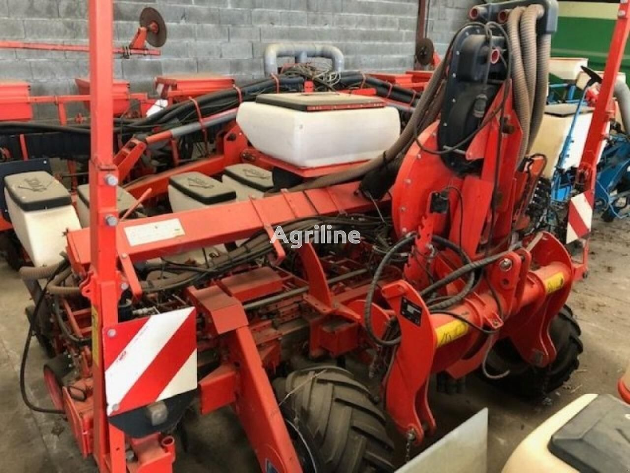 KUHN planter 3 pneumatic precision seed drill