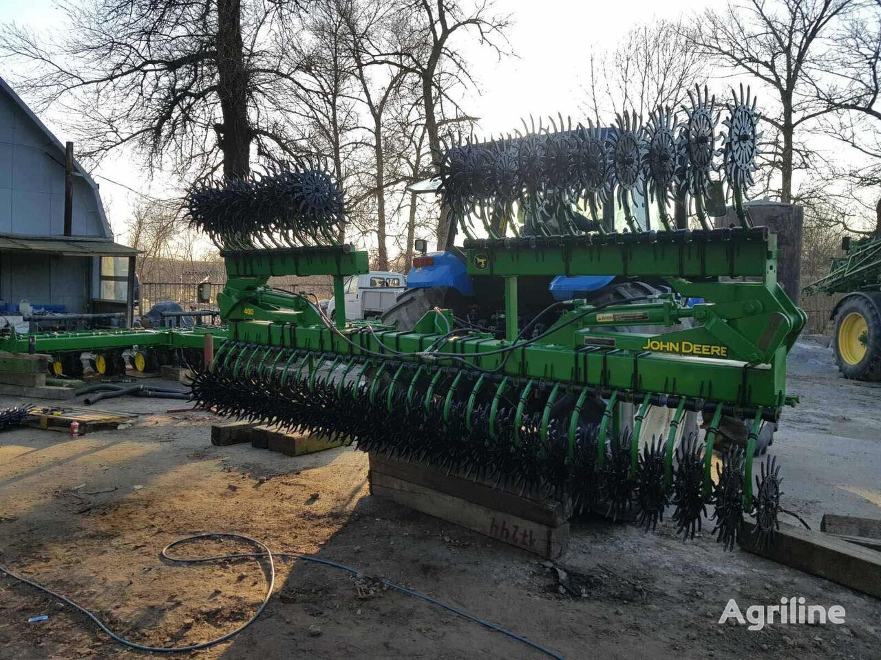 JOHN DEERE 400 - 9 metrov raskladnaya power harrow