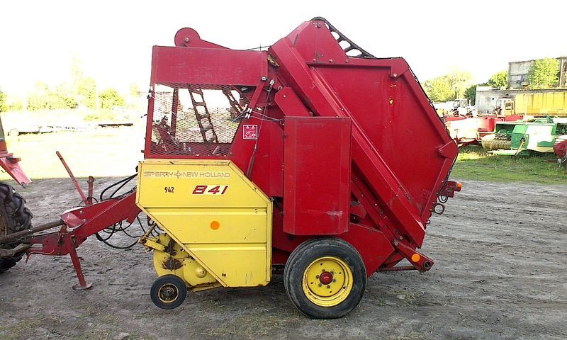 NEW HOLLAND 841 round baler