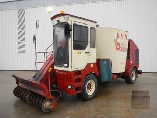 RMH VS14 self propelled feed mixer