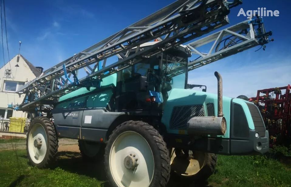 BERTHOUD RAPTOR 4200 self-propelled sprayer