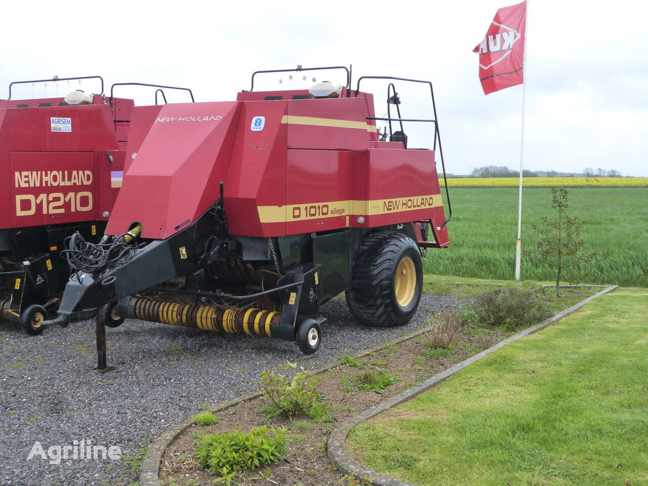 NEW HOLLAND 1010S square baler