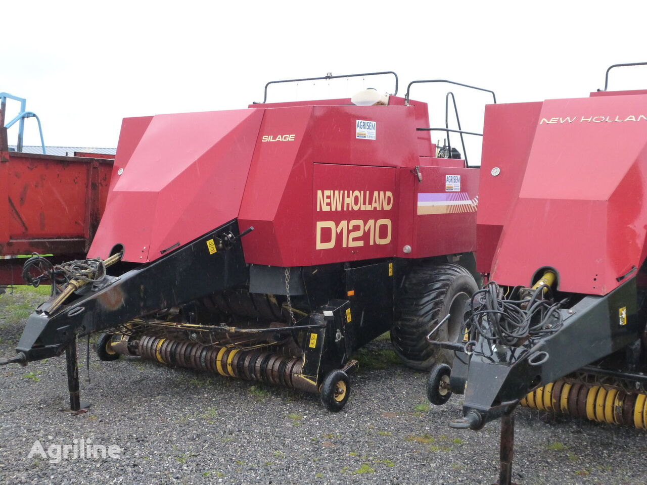 NEW HOLLAND 1210S square baler