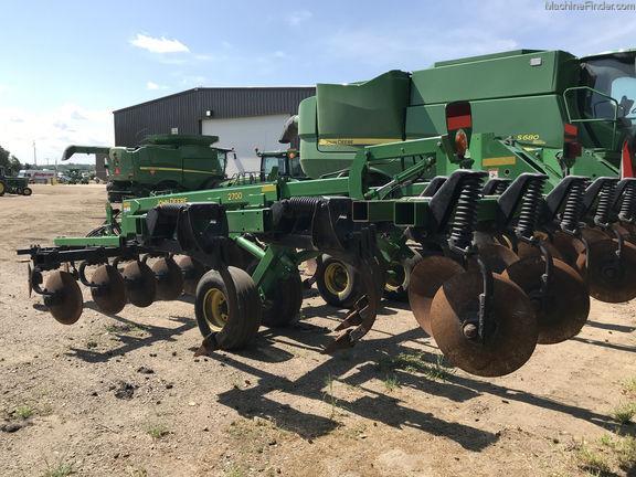 JOHN DEERE 2700 stubble cultivator