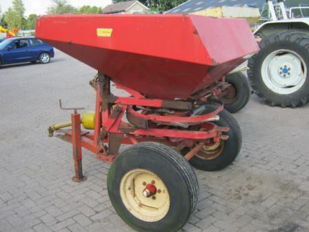 LELY Strooier trailed fertilizer spreader