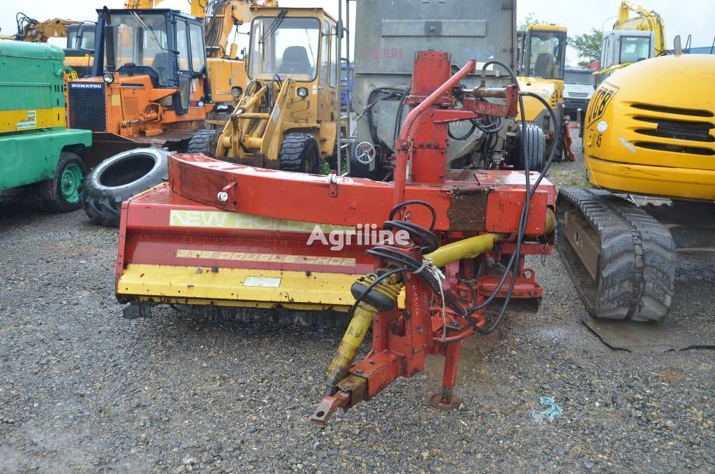 NEW HOLLAND 339 Double Chop trailed forage harvester