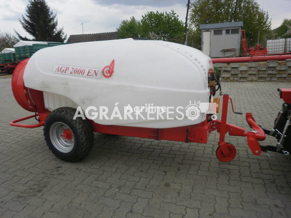 new Agromechanika AGP-2000 EN trailed sprayer