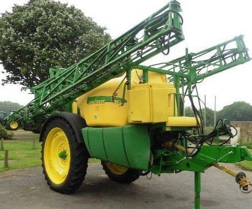 JOHN DEERE 740 trailed sprayer