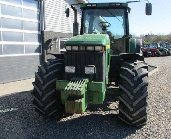 JOHN DEERE 8200 wheel tractor